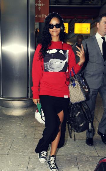 Rihanna .  - Page 39 Tumblr_m9fg4eyorR1qgy8r3o1_400