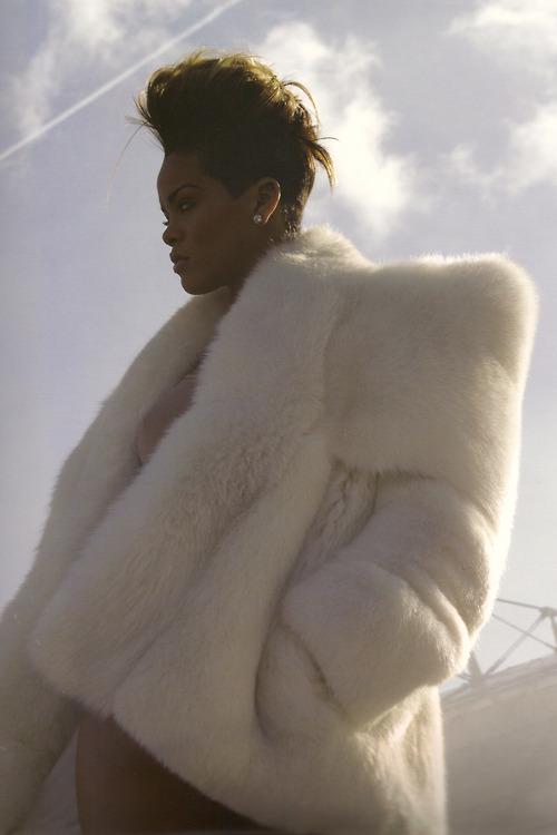 Fotos anteriores de Rihanna [3] > Apariciones, Photoshoots... - Página 6 Tumblr_mam3xn1G8v1qiewaao1_500