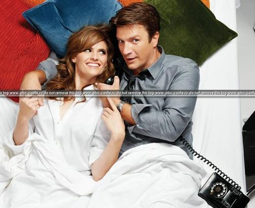 New EW pics of Caskett.. (they are HOT) Tumblr_manontOwg81rss2s7o1_500