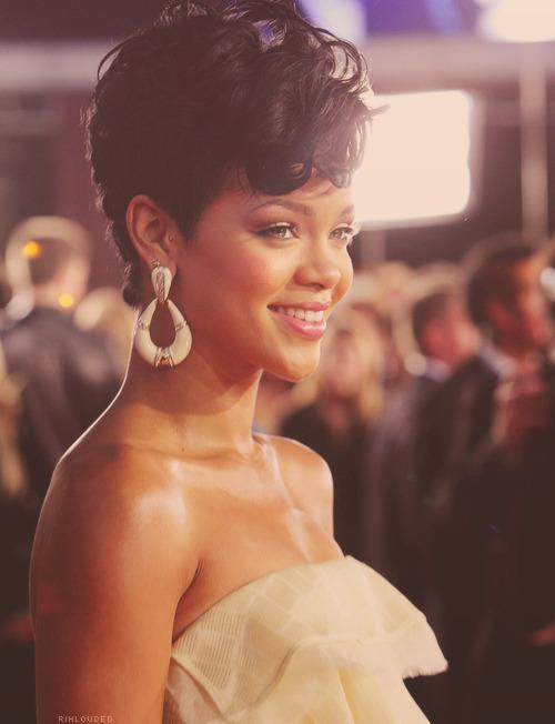 Rihanna. [2] - Page 3 Tumblr_matmgssMBZ1qder2jo1_500