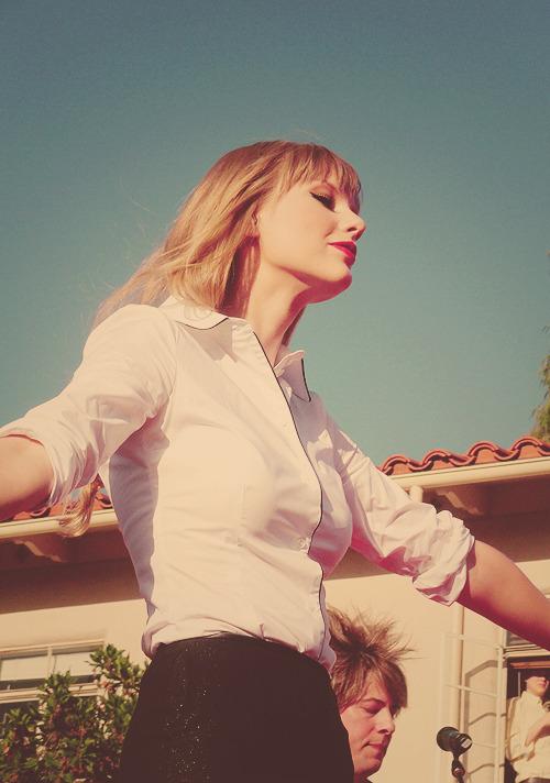 Taylor Swift - Page 37 Tumblr_mc5aosEx1d1r4315ro1_500