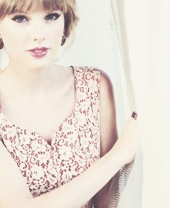 Taylor Swift - Page 37 Tumblr_mc90uceQOW1r6qdvpo4_250