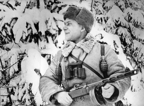 soldats soviétiques Tumblr_mcvik13Z641qbsnsoo1_500