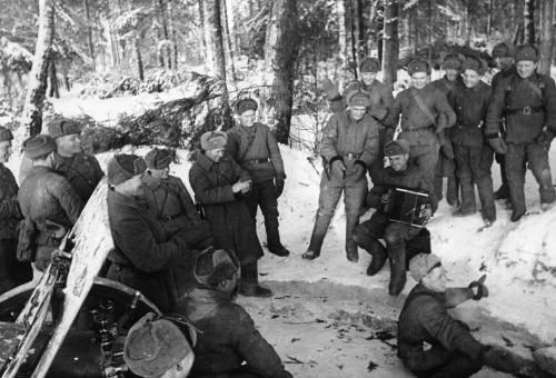 soldats soviétiques Tumblr_md50xtH7nm1qbsnsoo1_500