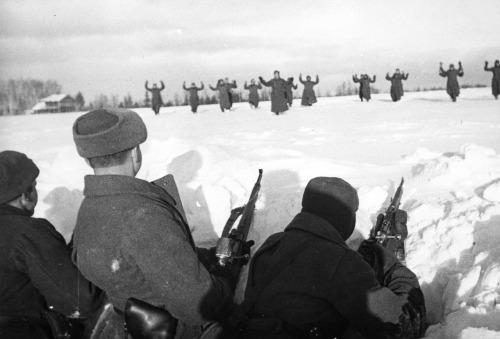 soldats soviétiques Tumblr_mdn0ewJXL11qbsnsoo1_500