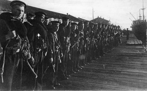 soldats soviétiques Tumblr_mdsknqj7tN1qbsnsoo1_500