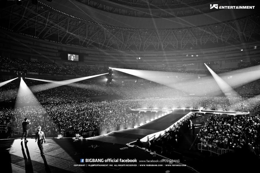 [Pics] Fotos oficiales del Alive Tour 2012 - Special Final In Dome (Osaka, Japón)~  Tumblr_me2xdgdvOA1rt0v7do3_1280