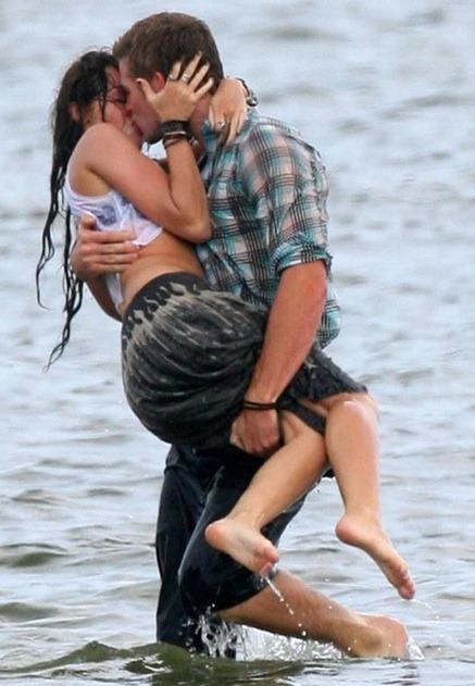 Miley Cyrus and Liam Hemsworth. - Page 2 Tumblr_lnki4cUWtU1qjjoroo1_500