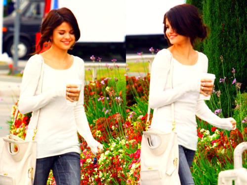 Selena Gomez[2] - Page 3 Tumblr_lpwjwqgxtl1r0593vo1_500