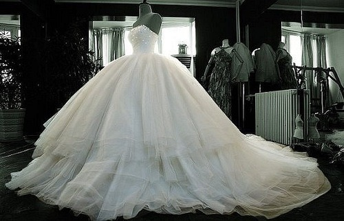 Wedding Dresses. - Page 6 Tumblr_lr9hsbWP3b1qd3wdoo1_500