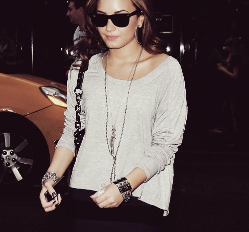 Demi Lovato  - Page 39 Tumblr_lu8rnmSjeT1qh01qzo1_500