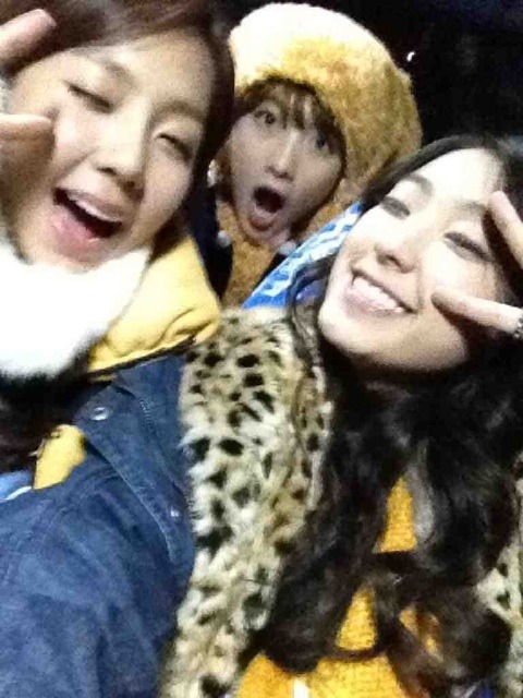120105 Boom + Yewon's twitter Tumblr_lxfkddrYWZ1r4fs4to1_500