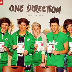 One Direction[4]. - Page 38 Tumblr_m12isyzaZX1qe3dijo5_250