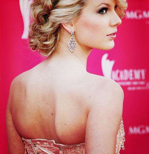 Taylor Swift - Page 22 Tumblr_lgorv0MOyG1qbgeafo1_500