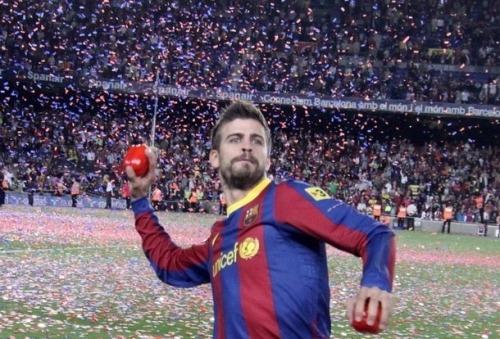 فيسكا بارسا ... فيسكا كتالونيا  صور احتفالات اللاعبين بعد مباراة الديبور   Tumblr_ll9dkrZkW81qcjtfao1_500