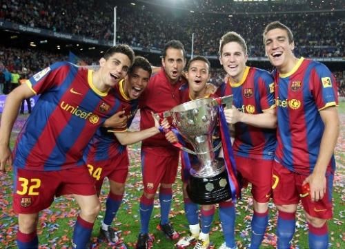 فيسكا بارسا ... فيسكا كتالونيا  صور احتفالات اللاعبين بعد مباراة الديبور   Tumblr_ll9fwhOGG11qcjtfao1_500