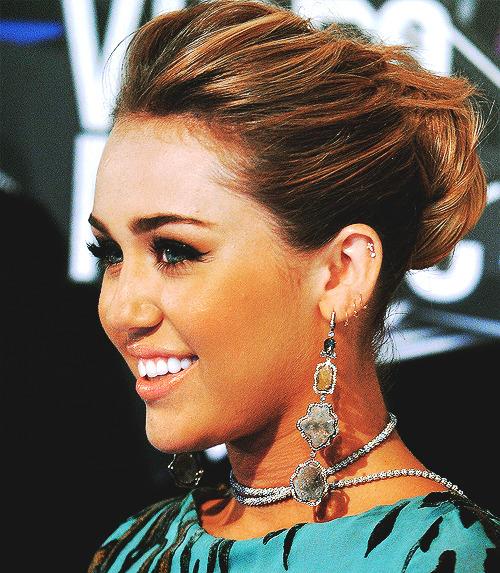 Miley Cyrus [2] - Page 5 Tumblr_lqsp3qYSP21r2th5zo1_500
