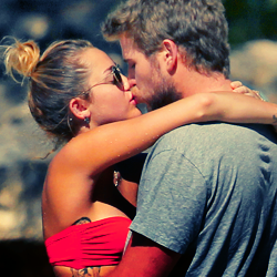 Miley Cyrus and Liam Hemsworth. - Page 4 Tumblr_ly444mhSdH1r31a2qo4_250