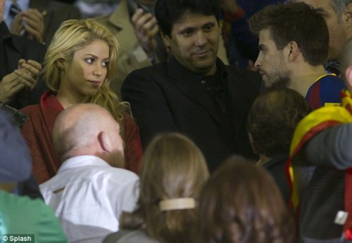 Shakira and Pique. Tumblr_lygxtnmVVQ1r7hus4o1_500