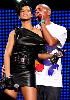 Chris Brown and Rihanna. Tumblr_lzjiaol37A1r71wm1o2_400