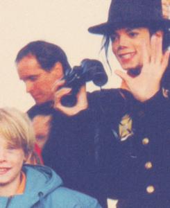 Raridades: Somente fotos RARAS de Michael Jackson. - Página 5 Tumblr_m06o3cui6E1qfeid8o5_250