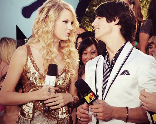 Taylor Swift - Page 21 Tumblr_l8xcnef1uC1qzivgzo1_500