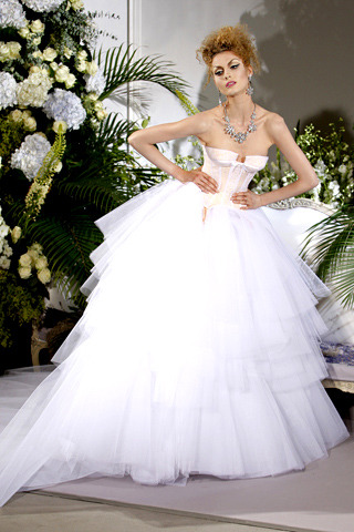 Wedding Dresses. - Page 2 Tumblr_lbkn170pMT1qausdfo1_400