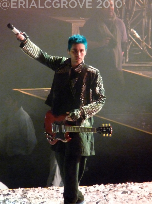 [HURRICANE TOUR] O2 Arena, London 30.11.2010 - Page 3 Tumblr_lcq9bn59j21qae397o1_500
