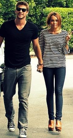 Miley Cyrus and Liam Hemsworth. - Page 4 Tumblr_lkm2hlUjEO1qfeh0ro1_400