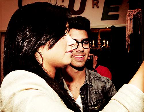 Joe Jonas and Demi Lovato. - Page 3 Tumblr_lkp4tbgosP1qfs7hvo1_500