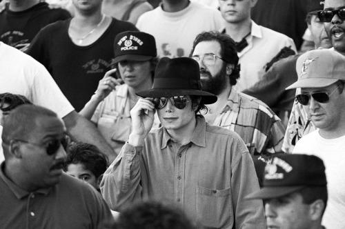 Raridades: Somente fotos RARAS de Michael Jackson. - Página 4 Tumblr_lkslqv4gqW1qeg6hmo1_500