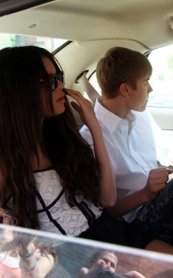Justin Bieber and Selena Gomez - Page 2 Tumblr_lmr0hl38Kl1qdef4io1_250