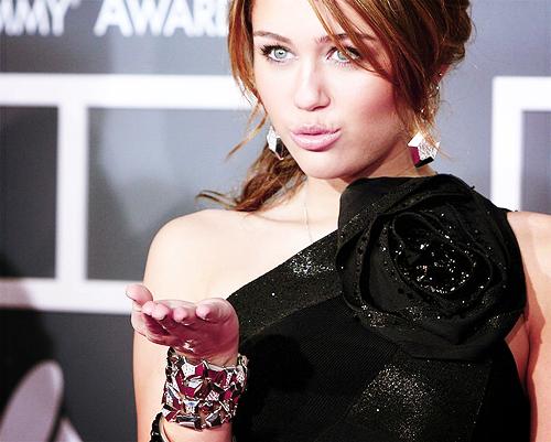 Miley Cyrus [2] - Page 5 Tumblr_lqskdeqdS21qipee4o1_500