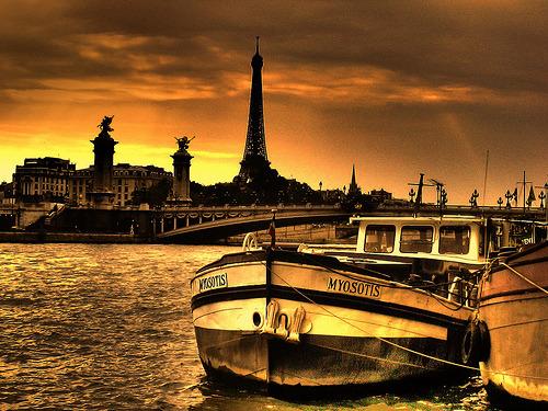 Paris city of love Tumblr_lwdy3x5YNW1qas034o1_500