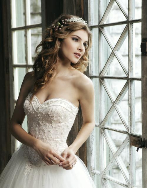 Wedding Dresses. - Page 7 Tumblr_lwk0hx36ds1qcu8b9o1_500