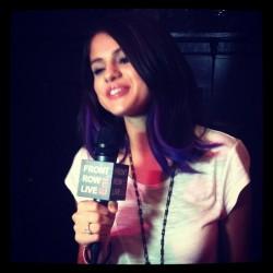 Selena Gomez - Σελίδα 3 Tumblr_ly55awJf3Q1qdzns6o2_250