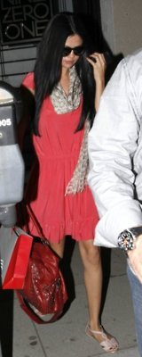Selena Gomez - Σελίδα 6 Tumblr_m24f47lMAN1r7uxtgo3_250