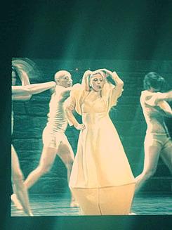 "Gira >> ""The Born This Way Ball Tour"" [5]  - Página 11 Tumblr_m35drrmGrk1r0dhtao3_250"