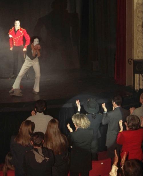 Raridades: Somente fotos RARAS de Michael Jackson. - Página 8 Tumblr_m39vpj0pyx1r6gi1wo1_500