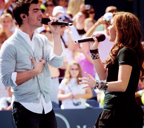 Joe Jonas and Demi Lovato. - Page 4 Tumblr_lffrjvhZ2M1qdxgc6o1_500