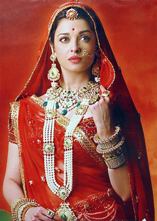 Aishwarya Rai Bachchan - Stránka 4 Tumblr_lklfynSUEI1qzjwqeo1_500
