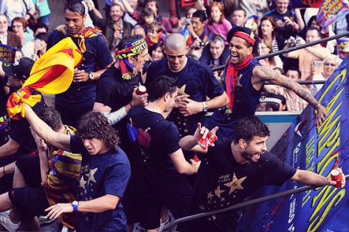 السعادة تغمر لاعبي برشلونة صور جميلة جدا الاحتفال باللقب  Tumblr_ll5dyzb8A21qze9tko1_500