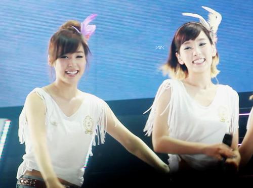 Taeyeon + Tiffany = TaeNy Tumblr_lnjcxvVYB31qb1285o1_500