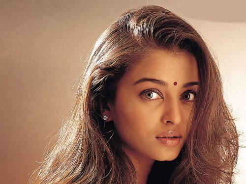 Aishwarya Rai Bachchan - Stránka 6 Tumblr_luazwdZges1qi6jk0o1_500