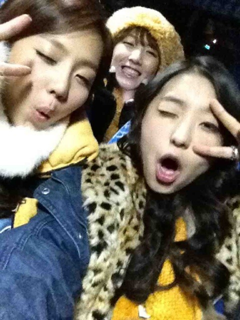 120105 Boom + Yewon's twitter Tumblr_lxfkddrYWZ1r4fs4to2_500