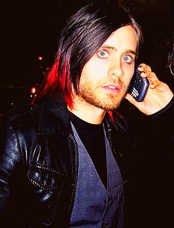 Jared Leto et son téléphone !! Tumblr_m0vd7tCTCB1qjy5y8o2_250