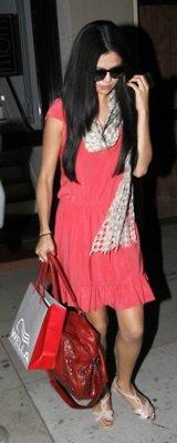 Selena Gomez - Σελίδα 6 Tumblr_m24f47lMAN1r7uxtgo1_250