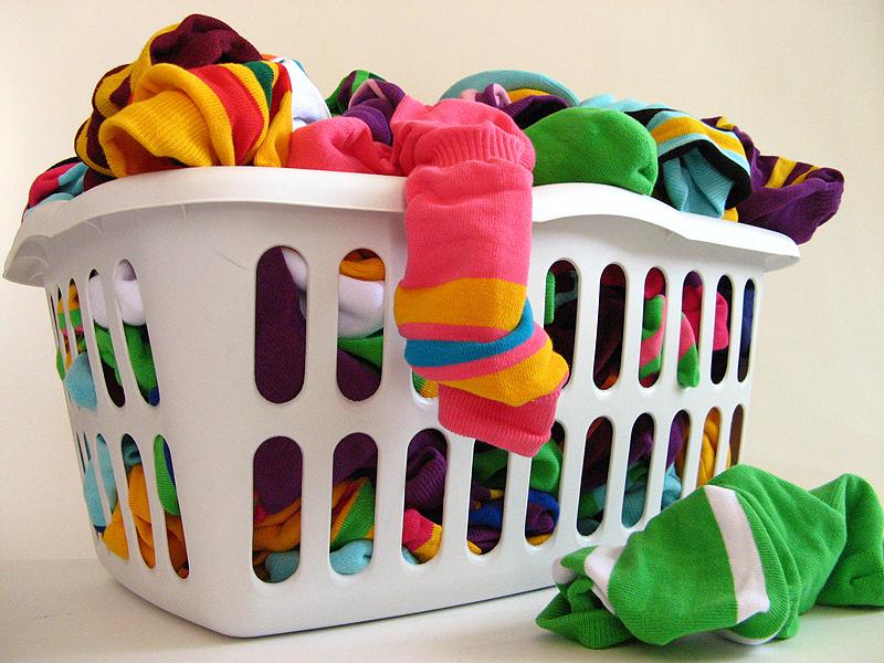 تنظيم غرفه الغسيل من الالف للياء بالصور Colorful_socks_in_a_laundry_basket