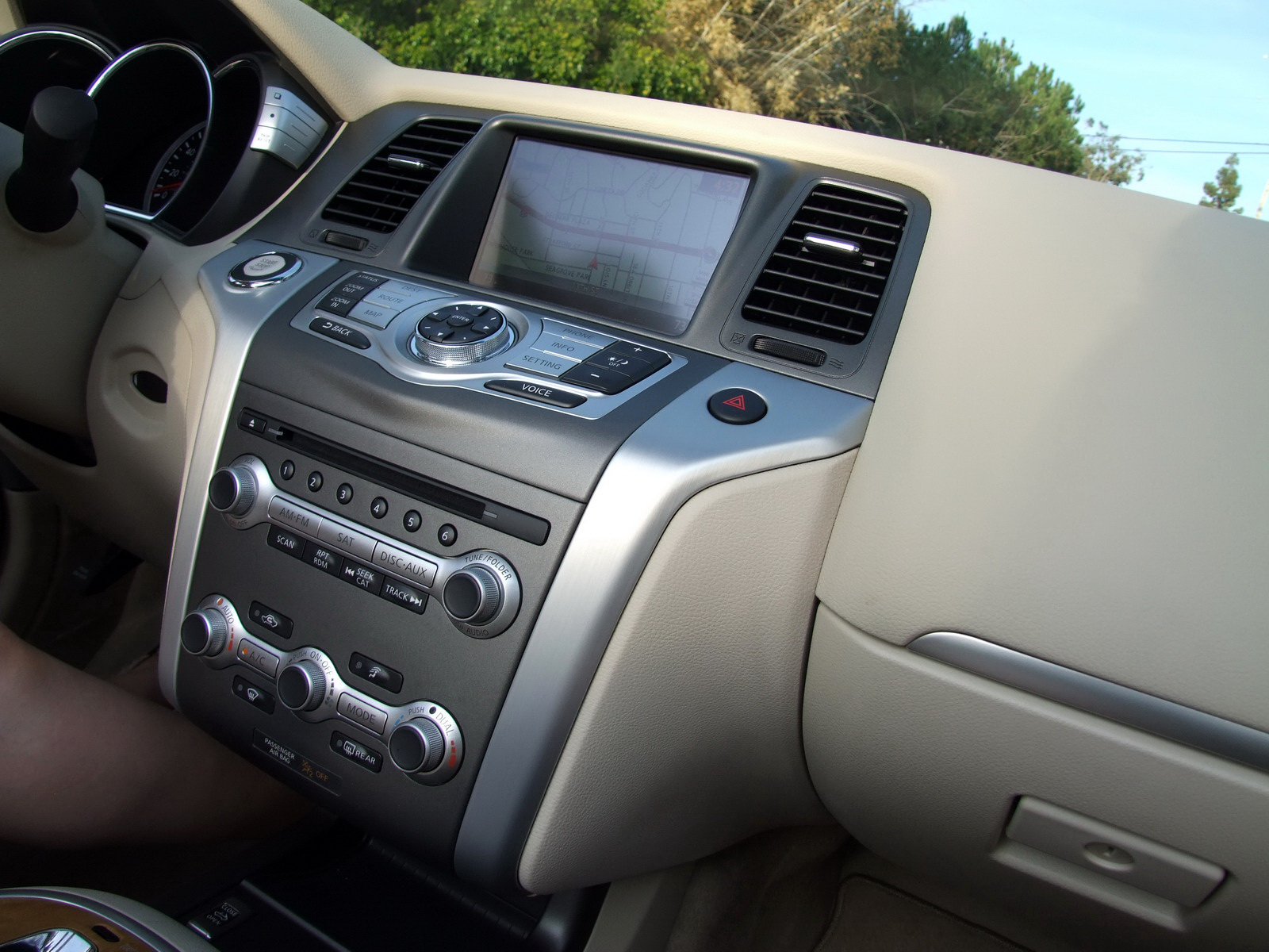2010 - [Nissan] Murano CrossCabriolet - Page 4 2011-Nissan-Murano-CC-TD-578