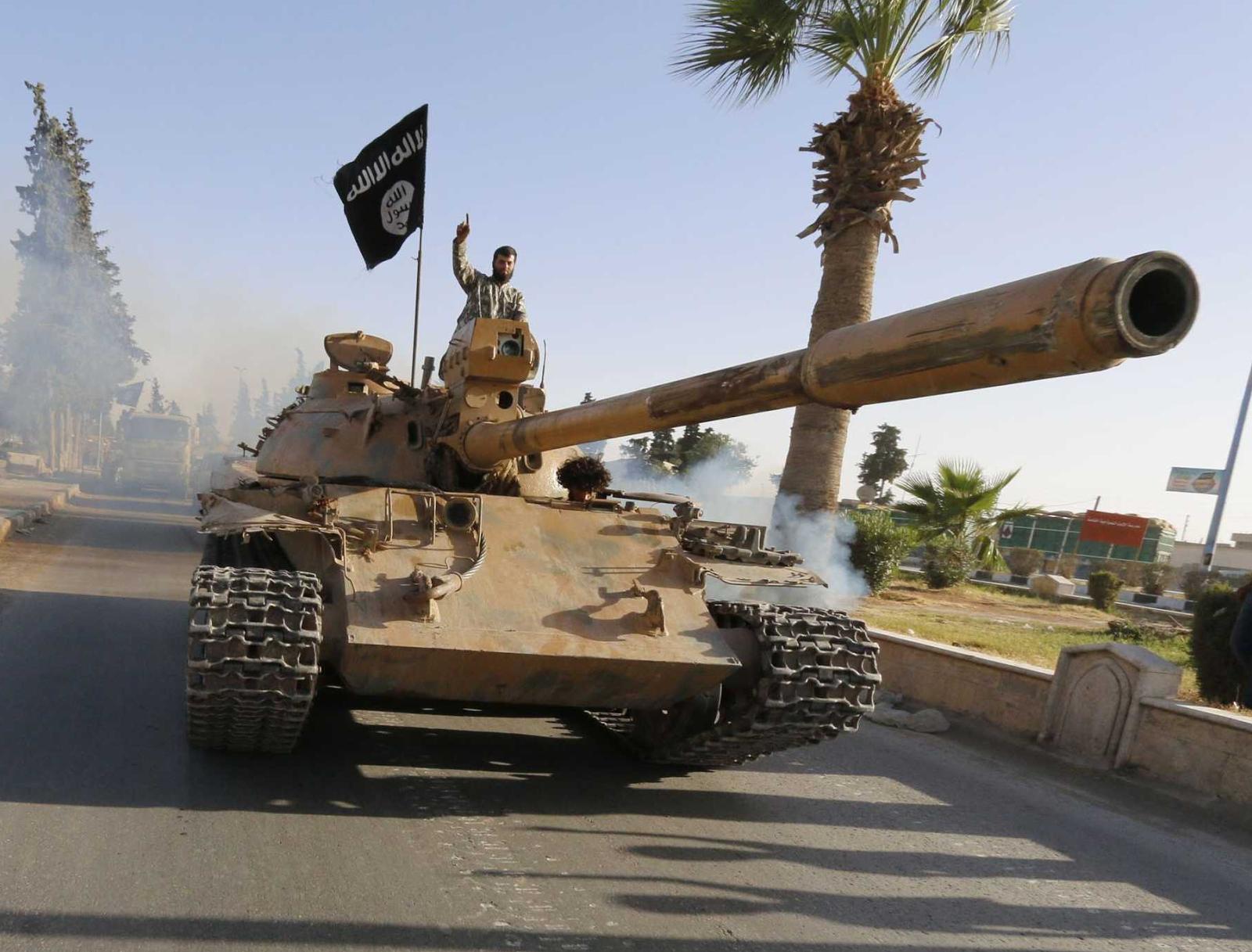 الوحش الفولاذي لدى قوات الجيش السوري .......الدبابه T-72  T6